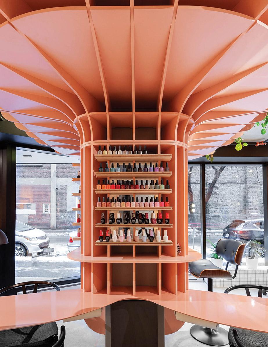 The column at Ménard Dworkind Architecture & Design's Le Hideout