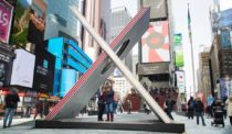 X Marks the Spot for Valentine's Photo Ops in Times Square
