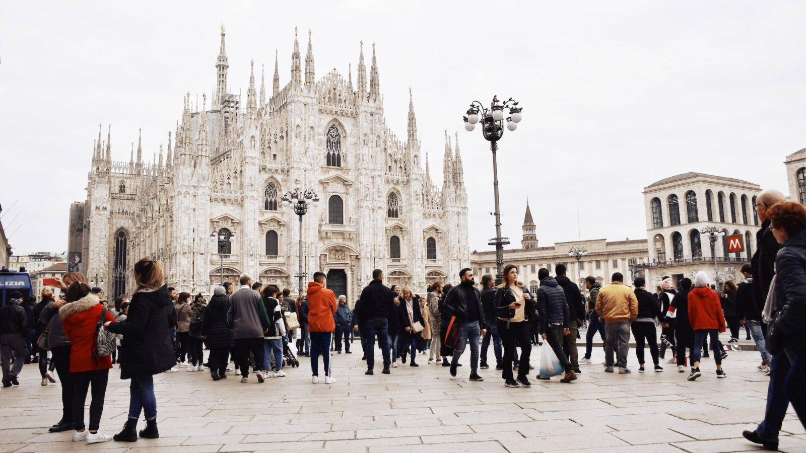 A crowd in front of the Milan catherdral