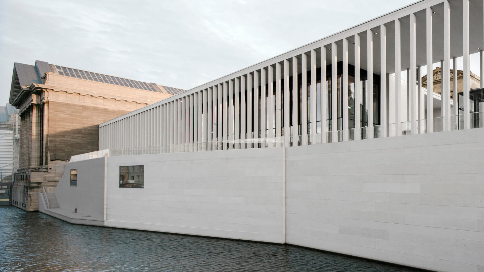 A view of the James Simon Galerie from the river.