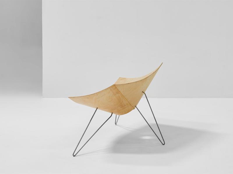 Patkau Twist Nienkamper Chair - side view