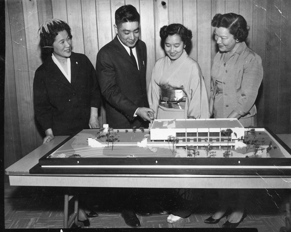 Raymond Moriyama and others with architectural model, black and white
