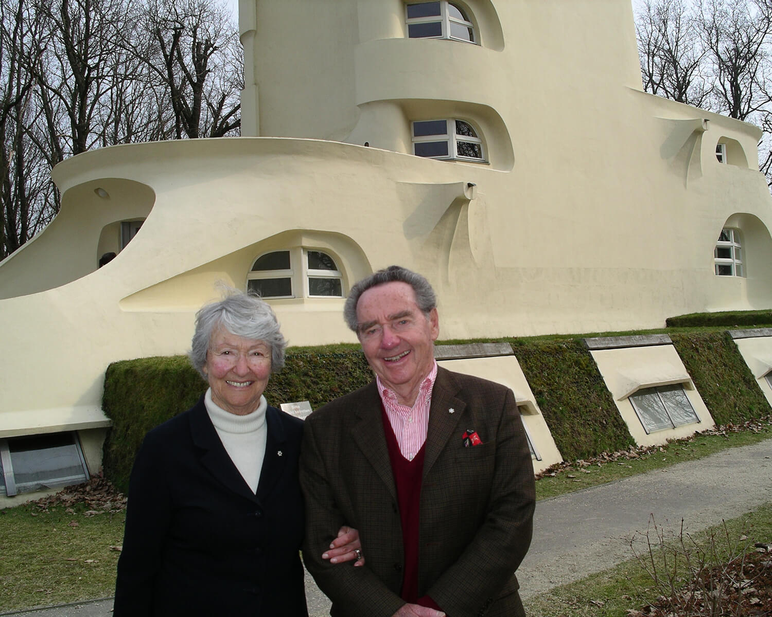 Cornelia and Peter Oberlander outside the Einstein Tower in 2005