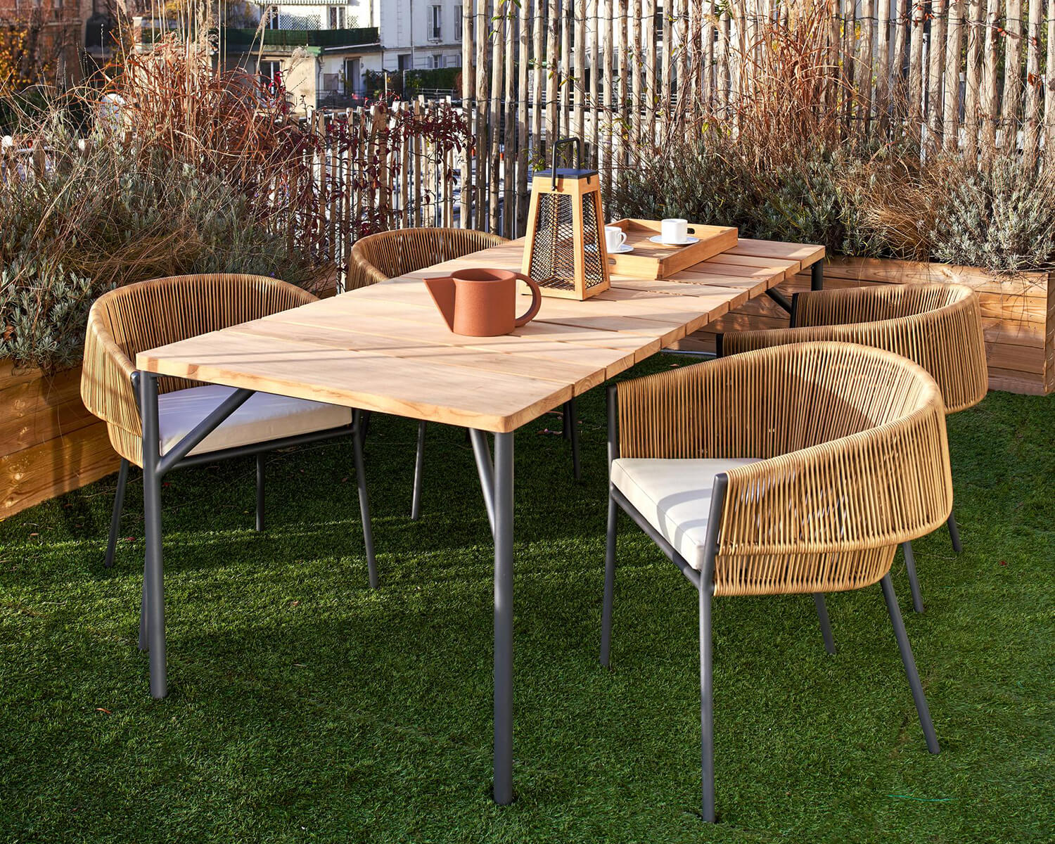 4 Lapel chairs around Lapel dining table on grass